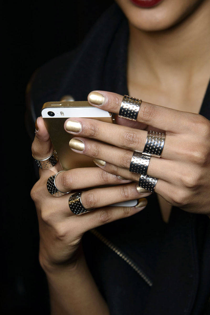 hbz-nail-trends-fw2014-metallicy-06-Naeem-Khan-bks-M-RF14-0186-lg